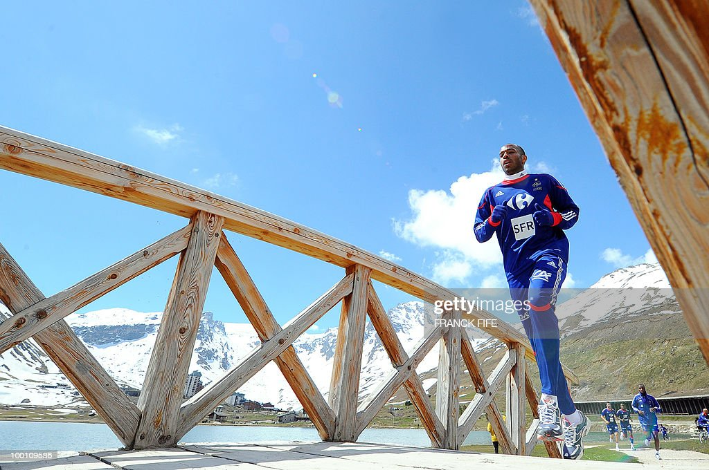 French national football team forward Thierry Henry runs with teammates during a training session on May 21, 2010 around Tignes' lake, in the French Alps, as part of their preparation for the upcoming World Cup 2010 in South Africa. France will play Uruguay in Capetown in its group A opener match next June 11.