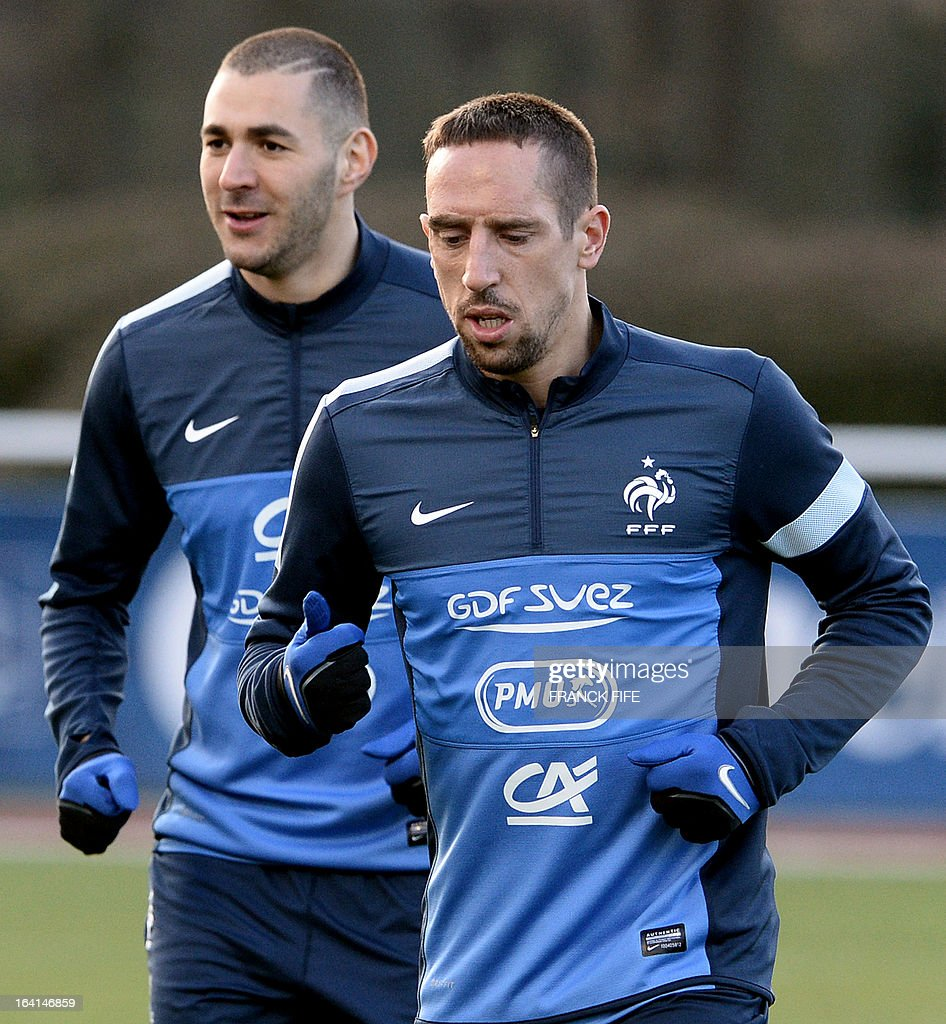 French national football team forwards Karim Benzema (L) and Franck Ribery take part in a training session in Clairefontaine-en-Yvelines, near Paris on March 20, 2013, two days ahead of a World Cup 2014 qualifying football match against Georgia to be held at the stade de France in Saint-Denis, north of Paris. AFP PHOTO / FRANCK FIFE