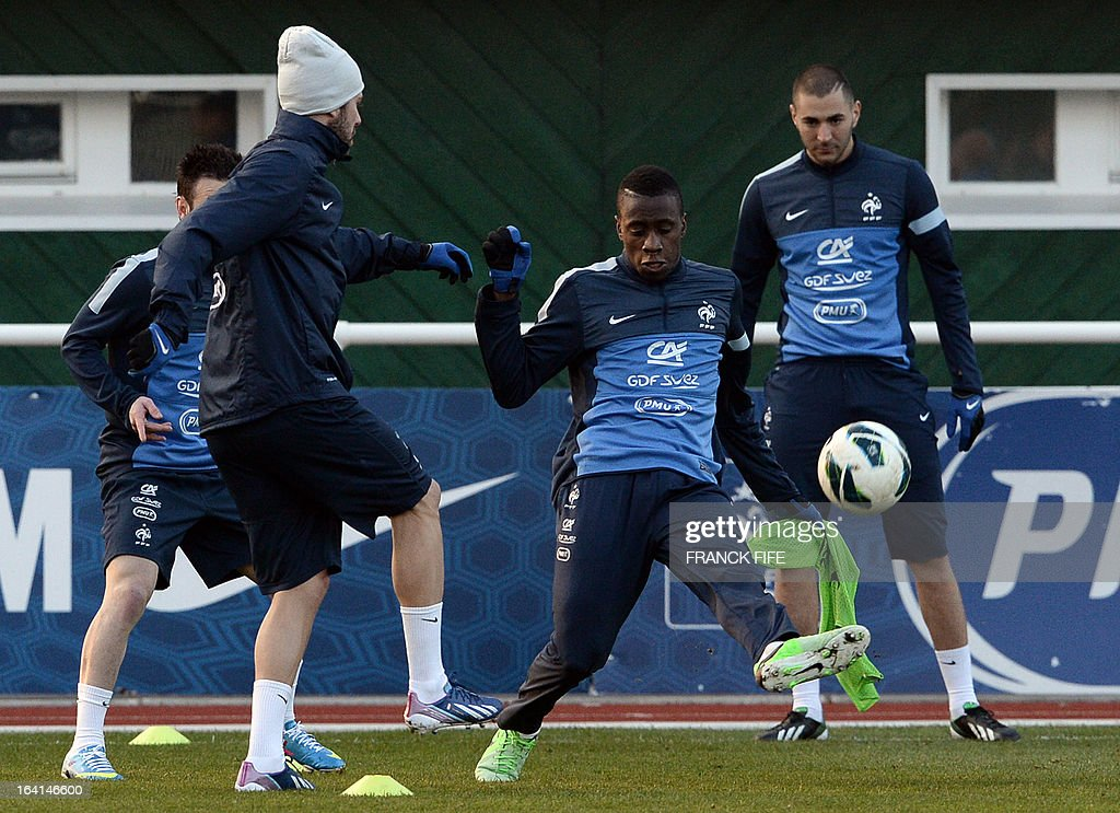 French national football team midfielder Blaise Matuidi (C) vies with forward Jeremy Menez (L) and forward Karim Benzema (R) during a training session in Clairefontaine-en-Yvelines, near Paris, on March 20, 2013, two days ahead of a World Cup 2014 qualifying football match against Georgia to be held at the stade de France in Saint-Denis, north of Paris. AFP PHOTO / FRANCK FIFE