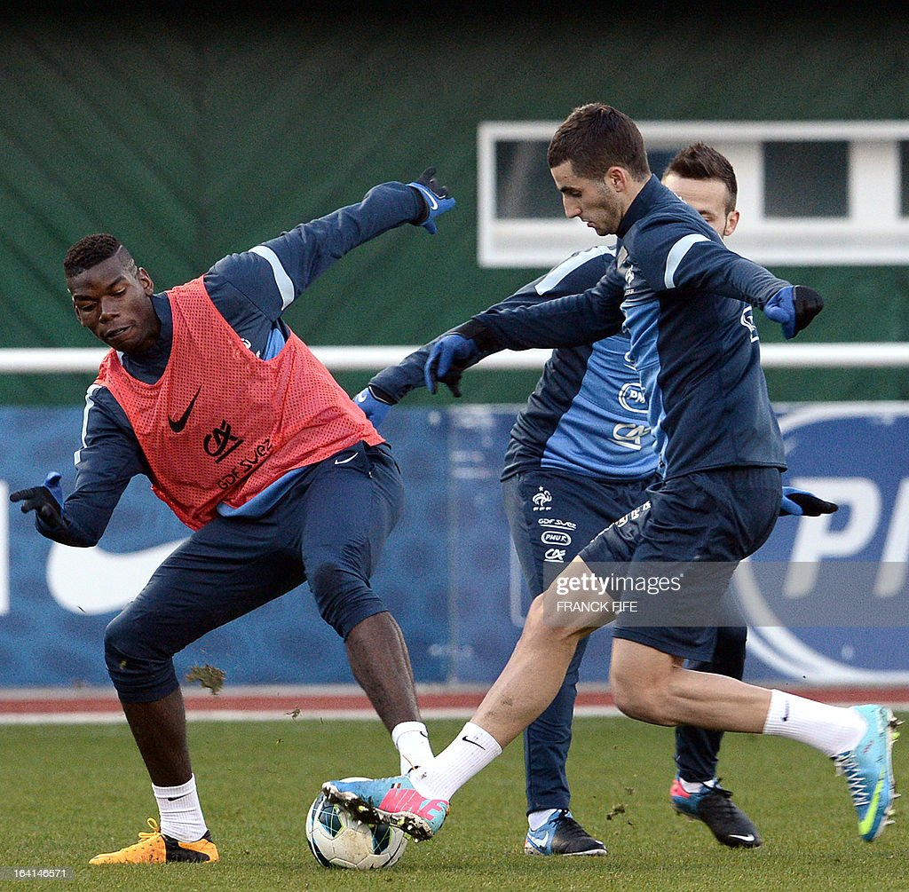 French national football team midfielder Paul Pogba (L) vies with midfielder Yohan Cabaye and Maxime Gonalons (R) during a training session in Clairefontaine-en-Yvelines, near Paris, on March 20, 2013, two days ahead of a World Cup 2014 qualifying football match against Georgia to be held at the stade de France in Saint-Denis, north of Paris.