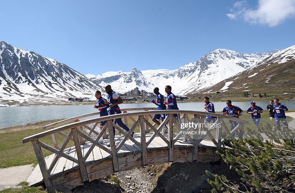 French national football team players, (From L) Franck Ribery, Nicolas Anelka, Eric Abidal, Marc Planus, Andre-Pierre Gignac and team mates run during a training session on May 21, 2010 in Tignes' lake, French Alps, as part of their preparation for the upcoming World Cup 2010 in South Africa. France will play Uruguay in Capetown in its group A opener match next June 11.