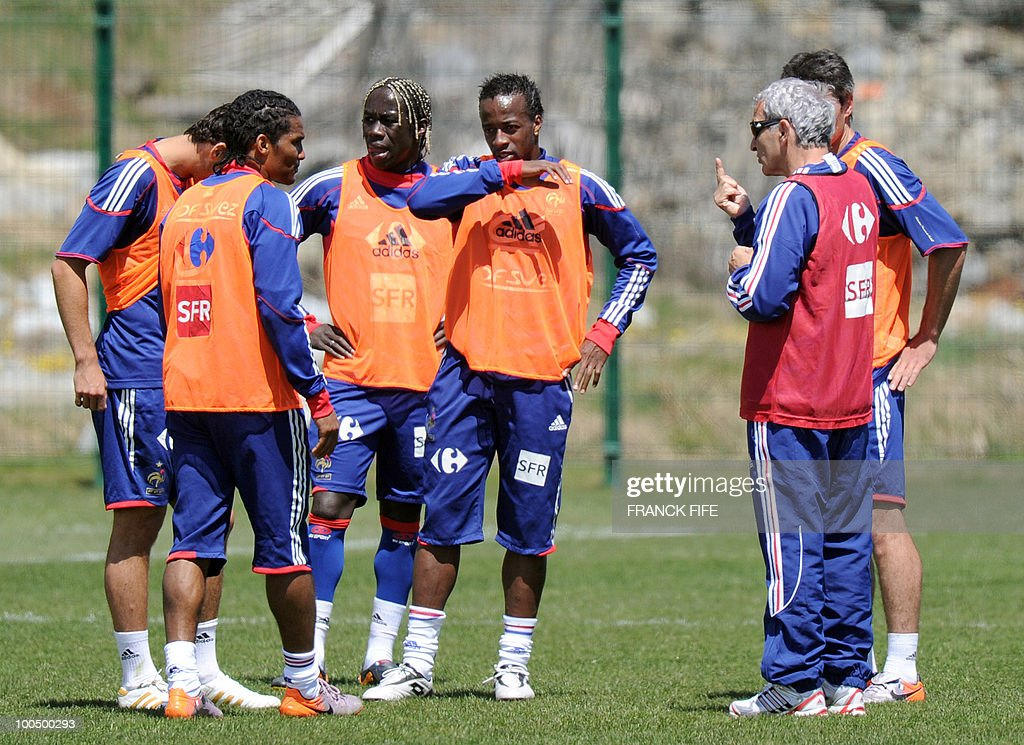French national football team's coach Raymond Domenech (R) speaks to his players during a training session, on May 25, 2010, near Tignes in the French Alps, as part of the preparation for the upcoming World Cup 2010. France will play against Uruguay in Capetown in its group A opener match on June 11.