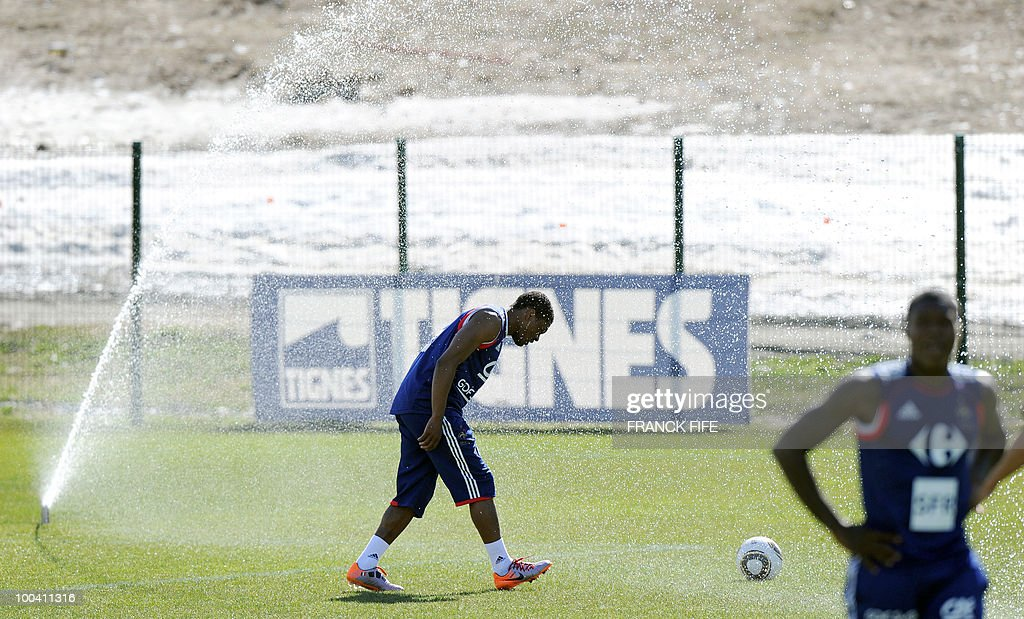 French national football team's defender Patrice Evra (C) cools off himself during a training session, on May 24, 2010, near Tignes in the French Alps, as part of the preparation for the upcoming World Cup 2010. France will play against Uruguay in Capetown in its group A opener match on June 11.