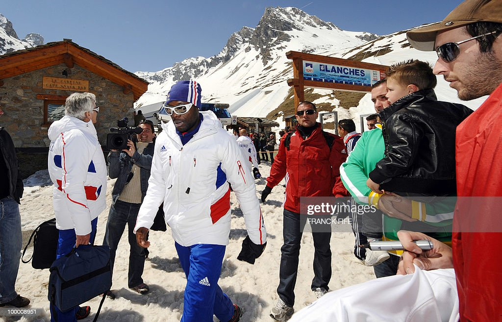French national football team's defender William Gallas (C) arrives in Tignes, French Alps, after having spent the night with teammates at the top of a glacier on May 20, 2010. The French national team slept in altitude last night, as part of their altitude training in preparation for the 2010 World cup in South Africa.