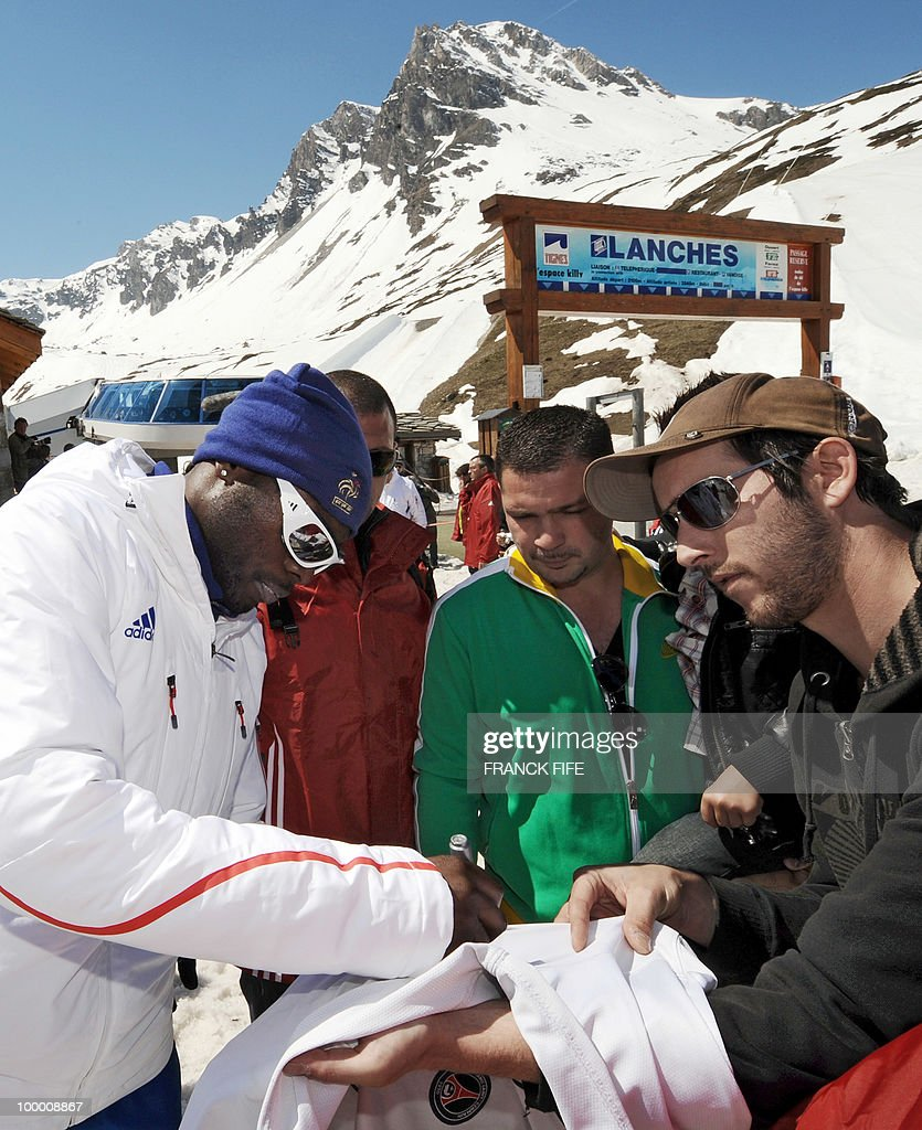 French national football team's defender William Gallas (L) signs an autograph for a fan upon his arrival in Tignes, French Alps, after having spent the night at the top of a glacier on May 20, 2010. The French national team slept in altitude last night, as part of their altitude training in preparation for the 2010 World cup in South Africa.