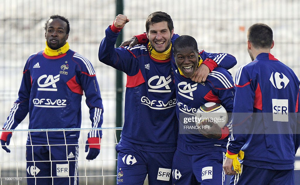 French national football team's forward Andre-Pierre Gignac (2nd L) and Djibrill Cisses (2nd R) jubilate during a training session, on May 20, 2010 in Tignes, French Alps, as part of their altitude training in preparation for the 2010 World cup in South Africa. France will play Uruguay in Capetown in its group A opener match on June 11.