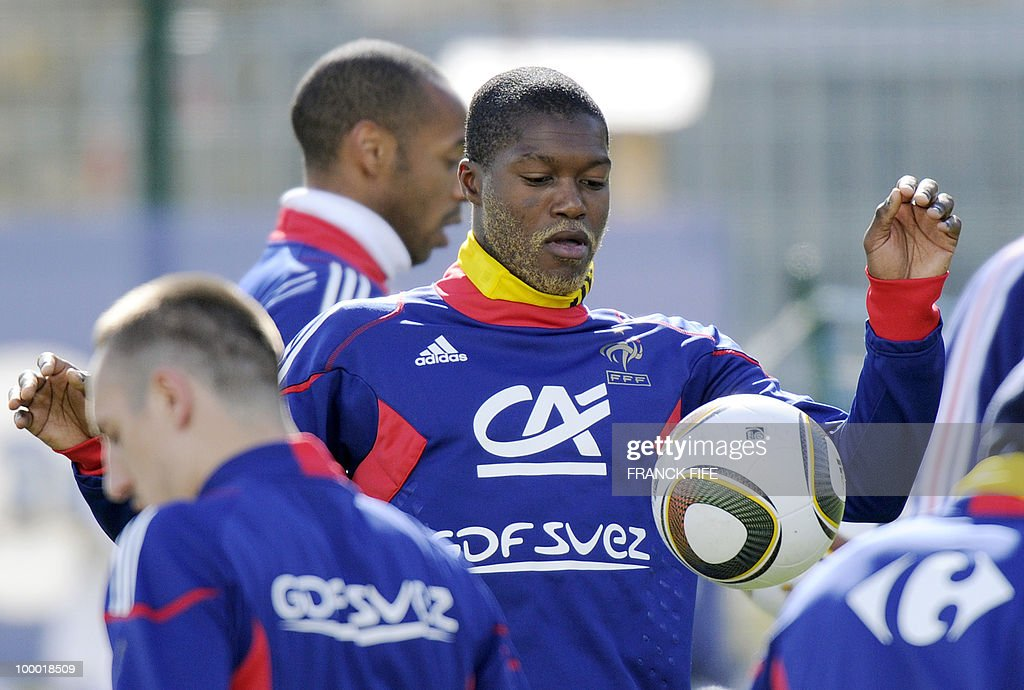 French national football team's forward Djibrill Cisse controls the ball during a training session, on May 20, 2010 in Tignes, French Alps, as part of their altitude training in preparation for the 2010 World cup in South Africa. France will play Uruguay in Capetown in its group A opener match on June 11.