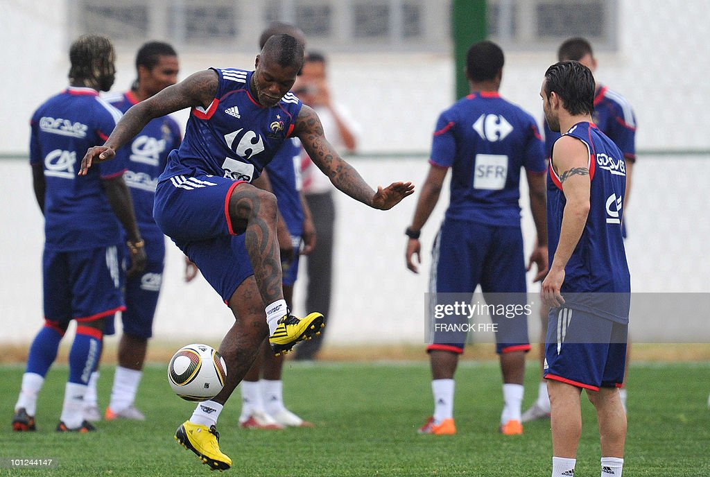 French national football team's forward Djibrill Cisse(L) juggles with a ball during a training session, on May 28, 2010, in Sousse, as part of the preparation for the upcoming World Cup 2010. France will play against Uruguay in Capetown in its group A opener match on June 11.