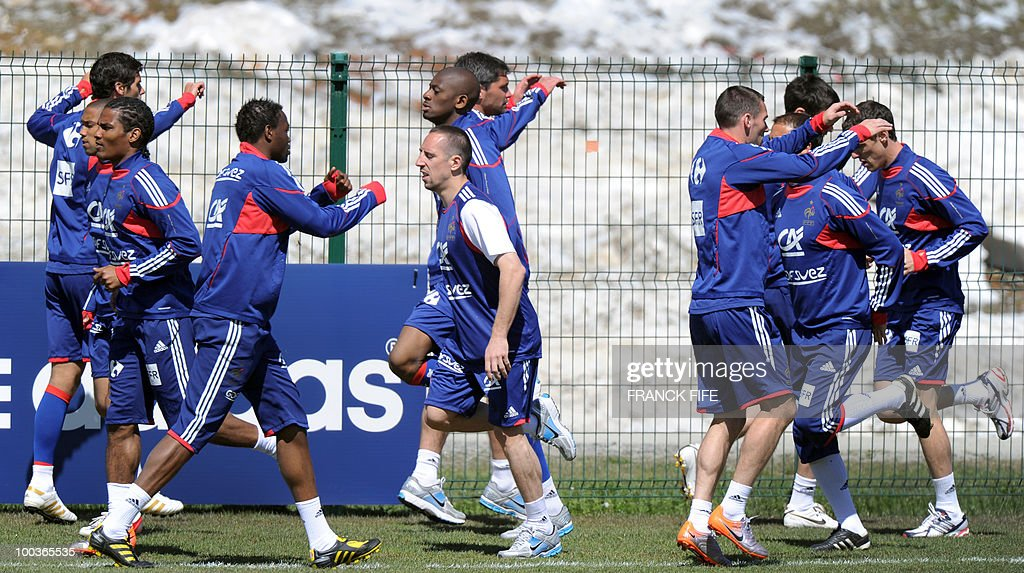 French national football team's forward Franck Ribery (C) runs with teammates during a training session, on May 24, 2010, near Tignes in the French Alps, as part of the preparation for the upcoming World Cup 2010. France will play against Uruguay in Capetown in its group A opener match on June 11.