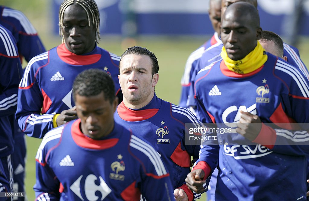 French national football team's forward Mathieu Valbuena (C) runs with his teammates during a training session, on May 20, 2010 in Tignes, French Alps, as part of their altitude training in preparation for the 2010 World cup in South Africa. France will play Uruguay in Capetown in its group A opener match on June 11.