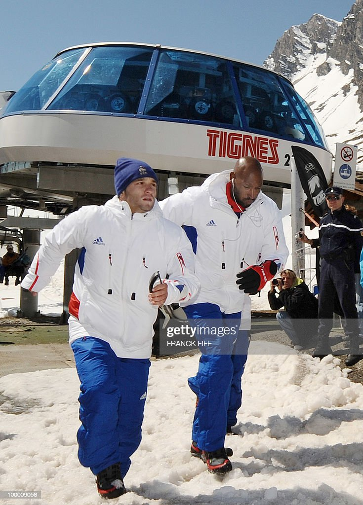French national football team's forwards Mathieu Valbuena (L) and Nicolas Anelka arrive in Tignes, French Alps, on May 20, 2010 after having spent the night with teammates at the top of a glacier. The French national team slept in altitude last night, as part of their altitude training in preparation for the 2010 World cup in South Africa.