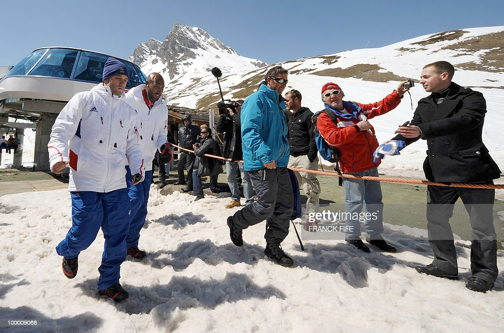 French national football team's forwards Mathieu Valbuena (L) and Nicolas Anelka are photographed by fans upon their arrival in Tignes, French Alps, on May 20, 2010 after having spent the night with teammates at the top of a glacier. The French national team slept in altitude last night, as part of their altitude training in preparation for the 2010 World cup in South Africa.