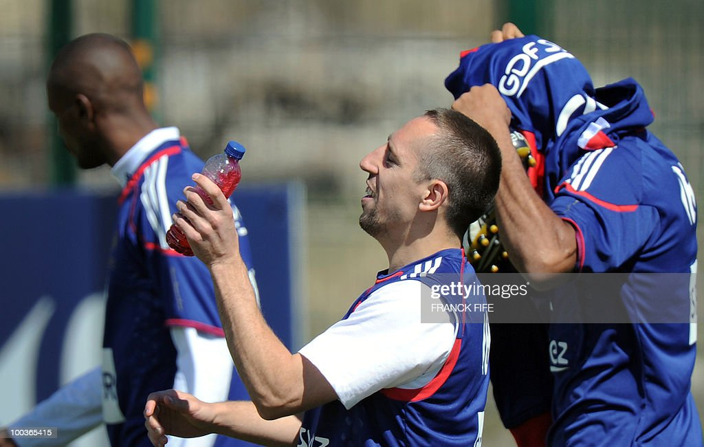 French national football team's Franck Ribery (C) arrives for a training session, on May 24, 2010, near Tignes in the French Alps, as part of the preparation for the upcoming World Cup 2010. France will play against Uruguay in Capetown in its group A opener match on June 11.