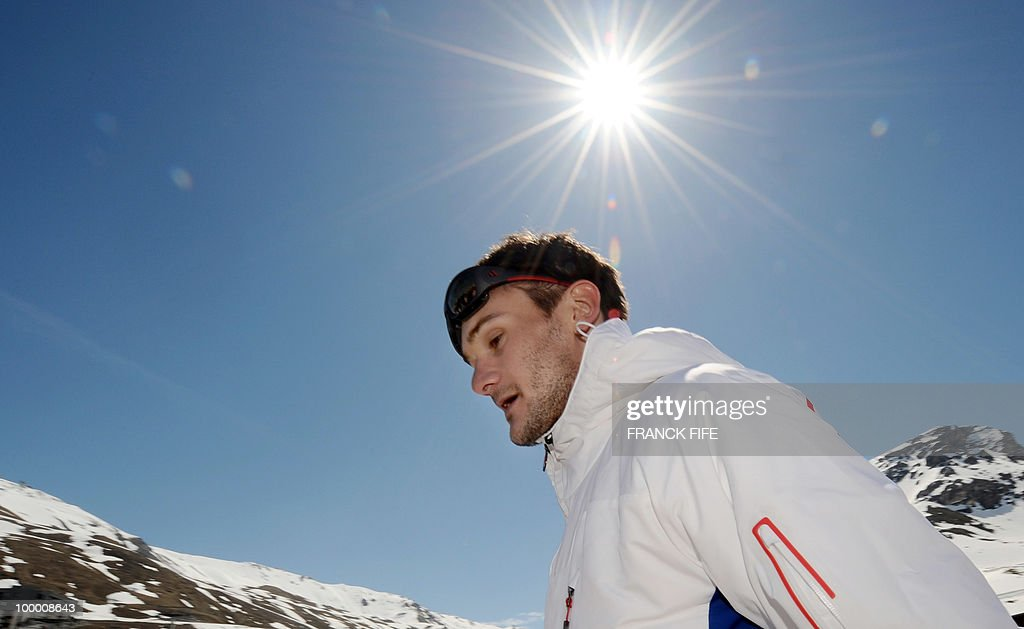 French national football team's goalkeeper Hugo Lloris arrives in Tignes, French Alps, on May 20, 2010 after having spent the night with teammates at the top of a glacier. The French national team slept in altitude last night, as part of their altitude training in preparation for the 2010 World cup in South Africa.