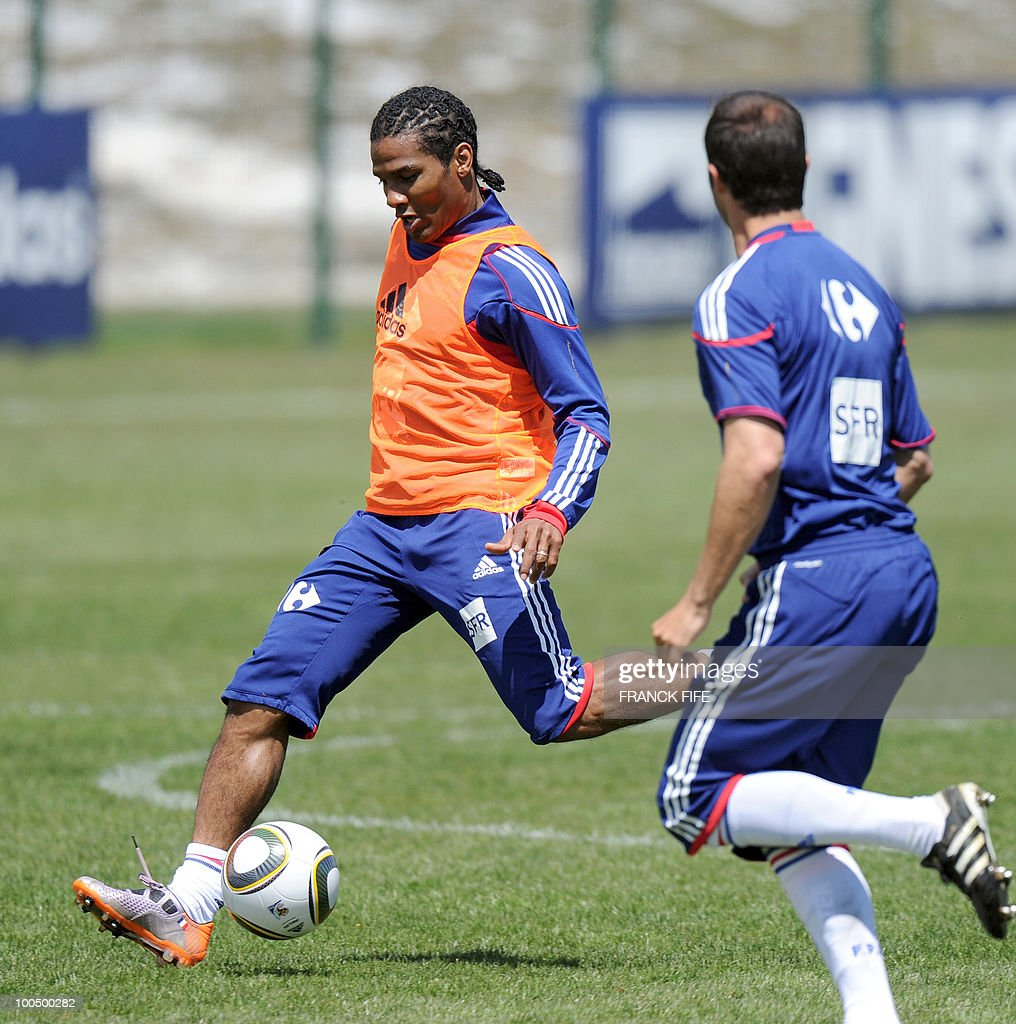 French national football team's midfielder Florent Malouda (L) practices during a training session, on May 25, 2010, near Tignes in the French Alps, as part of the preparation for the upcoming World Cup 2010. France will play against Uruguay in Capetown in its group A opener match on June 11.