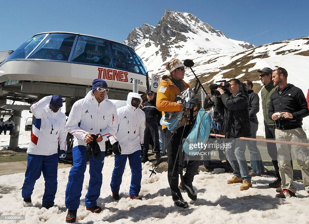 French national football team's midfielder Franck Ribery (C) arrives in Tignes, French Alps, on May 20, 2010 after having spent the night with teammates at the top of a glacier. The French national team slept in altitude last night, as part of their altitude training in preparation for the 2010 World cup in South Africa.