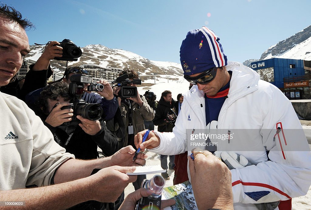 French national football team's midfielder Yoann Gourcuff signs autographs for fans upon his arrival in Tignes, French Alps, on May 20, 2010 after having spent the night with teammates at the top of a glacier. The French national team slept in altitude last night, as part of their altitude training in preparation for the 2010 World cup in South Africa.