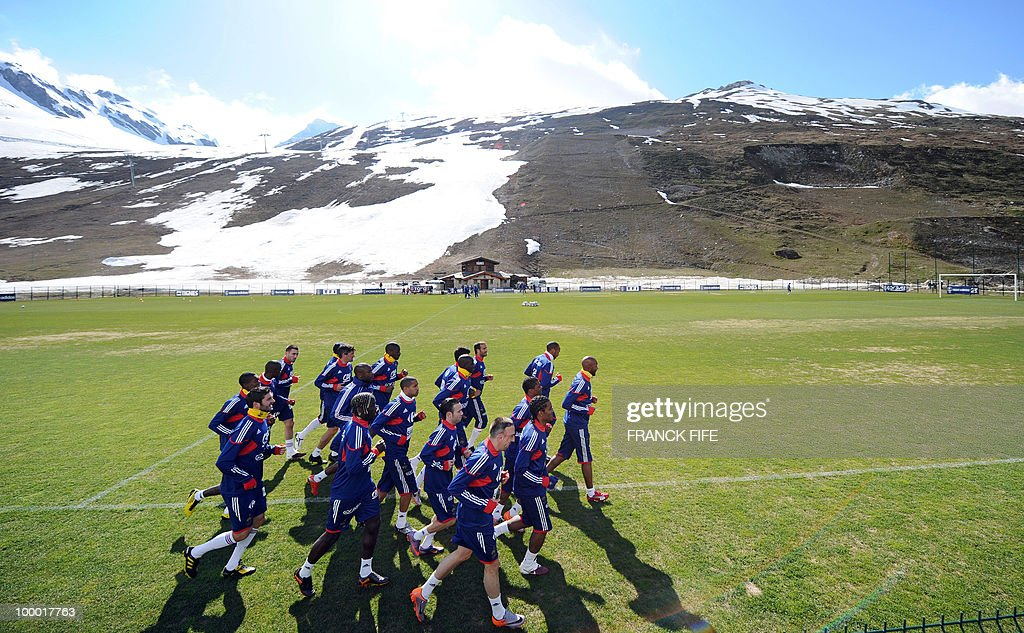 French national football team's players run during a training session, on May 20, 2010 in Tignes, French Alps, as part of their altitude training in preparation for the 2010 World cup in South Africa. France will play Uruguay in Capetown in its group A opener match on June 11.
