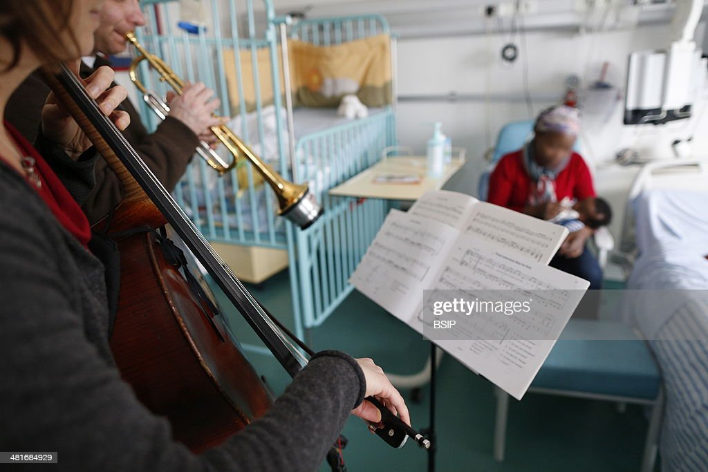 French NGO Musique et Sante Music therapy in children's ward