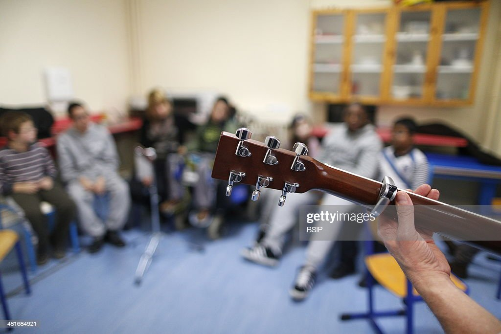French NGO Musique et Sante Music therapy