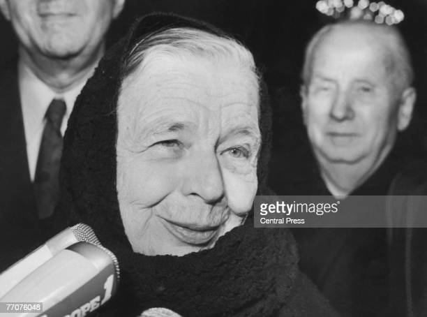 French novelist Marguerite Yourcenar leaves the Elysee Palace in Paris after meeting French President Valery Giscard d'Estaing 22nd December 1980 She...