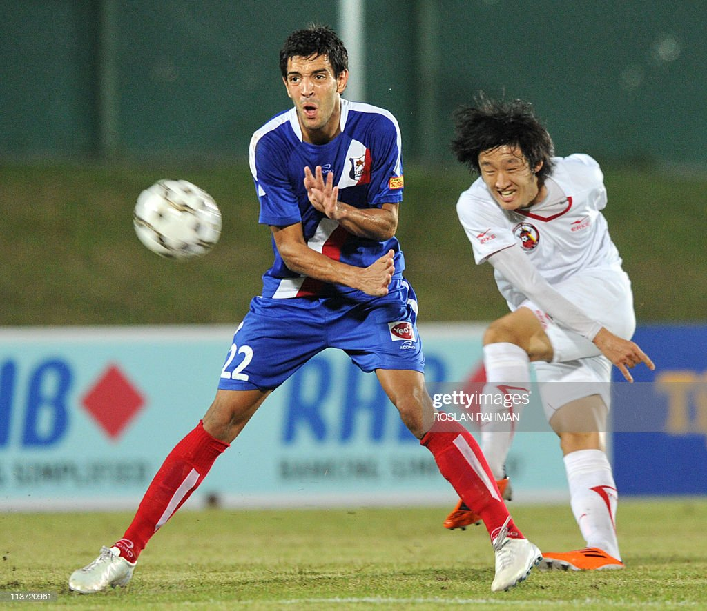 French player Nordine Tahli (L) of Etoile FC fights for the ball against Kwon Jo Yoon of Gombak United in the Singapore League at Jurong West Sport Complex in Singapore on March 1, 2011.