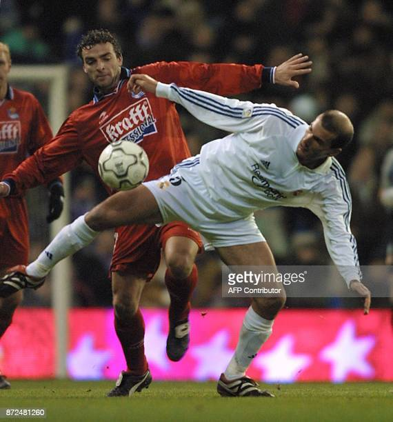 French player of Real Madrid Zinedine Zidane fights for the ball with De Pedro of Real Sociedad during the first division football match in Madrid 15...