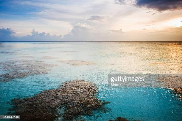 Polinesia francese colorato tramonto Fakarava Arcipelago di Tuamotu