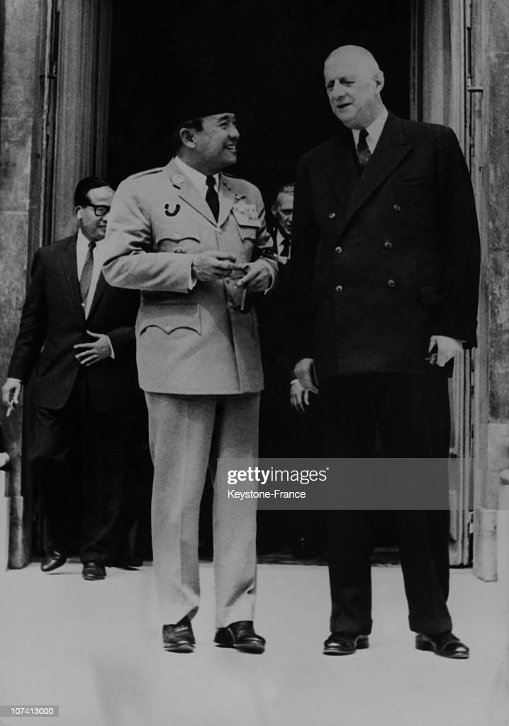 French President <a gi-track='captionPersonalityLinkClicked' href=/galleries/search?phrase=Charles+De+Gaulle&family=editorial&specificpeople=93215 ng-click='$event.stopPropagation()'>Charles De Gaulle</a> And Indosian President, Soekarno On June 21St 1963 In Elysee Palace.