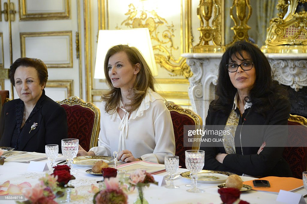 French president companion Valerie Trierweiler (C) and junior minister for Francophony, Yamina Benguigui (R), speaks before a lunch with Shirin Ebadi (L), Iranian lawyer and 2003 Nobel Prize for Peace laureate and Tunisian Souhayr Belhassen, president of the international federation for Human Rights. The lunch is held by Trierweiler to mark the Women's international day. AFP PHOTO / POOL / BERTRAND GUAY