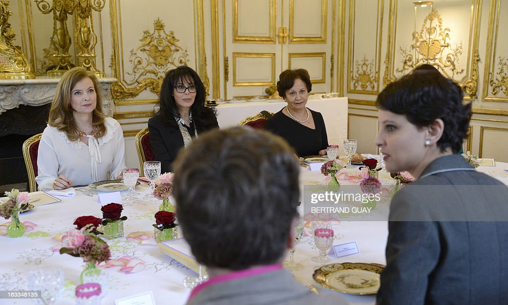 French president companion Valerie Trierweiler (L), minister for Women's Rights Najat Vallaud-Belkacem (R) and junior minister for Francophony, Yamina Benguigui (2nd L), speaks before a lunch with Shirin Ebadi (3rd L), Iranian lawyer and 2003 Nobel Prize for Peace laureate. The lunch is held by Trierweiler to mark the Women's international day. AFP PHOTO / POOL / BERTRAND GUAY