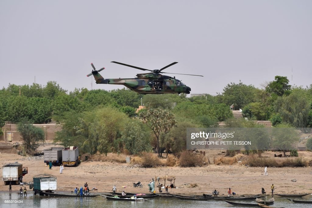 French President Emmanuel Macron flies over Gao inside a military helicopter during a visit to the troops of France's Barkhane counter-terrorism operation in Africa's Sahel region in Gao, northern Mali, on May 19, 2017. French President Emmanuel Macron arrived on May 19 in conflict-torn Mali to visit French troops fighting jihadists on his first official trip outside Europe since taking power. /
