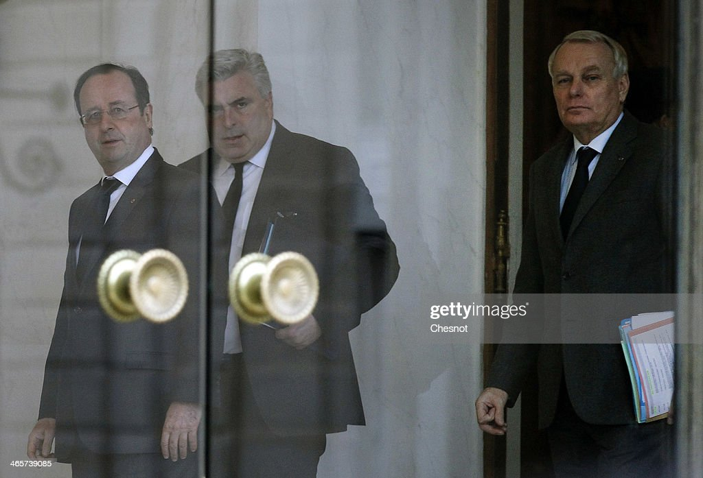 French President Francois Hollande (L) accompanies Junior Minister for Transports and Maritime Economy, Frederic Cuvillier (C) and Prime Minister, <a gi-track='captionPersonalityLinkClicked' href=/galleries/search?phrase=Jean-Marc+Ayrault&family=editorial&specificpeople=551961 ng-click='$event.stopPropagation()'>Jean-Marc Ayrault</a> (R) after a weekly cabinet meeting at the Elysee presidential palace on January 29, 2014 in Paris, France.