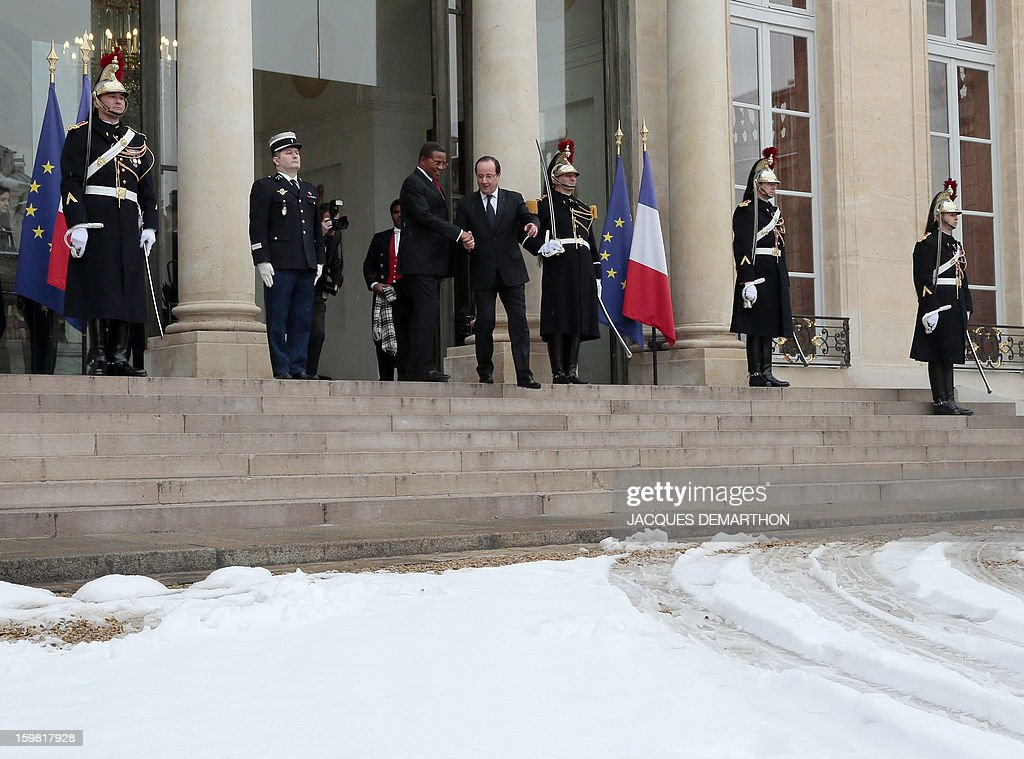 French President Francois Hollande (R) accompanies Tanzanian President Jakaya Kikwete (L) after a meeting at the presidential Elysee Palace on January 21, 2013 in Paris.