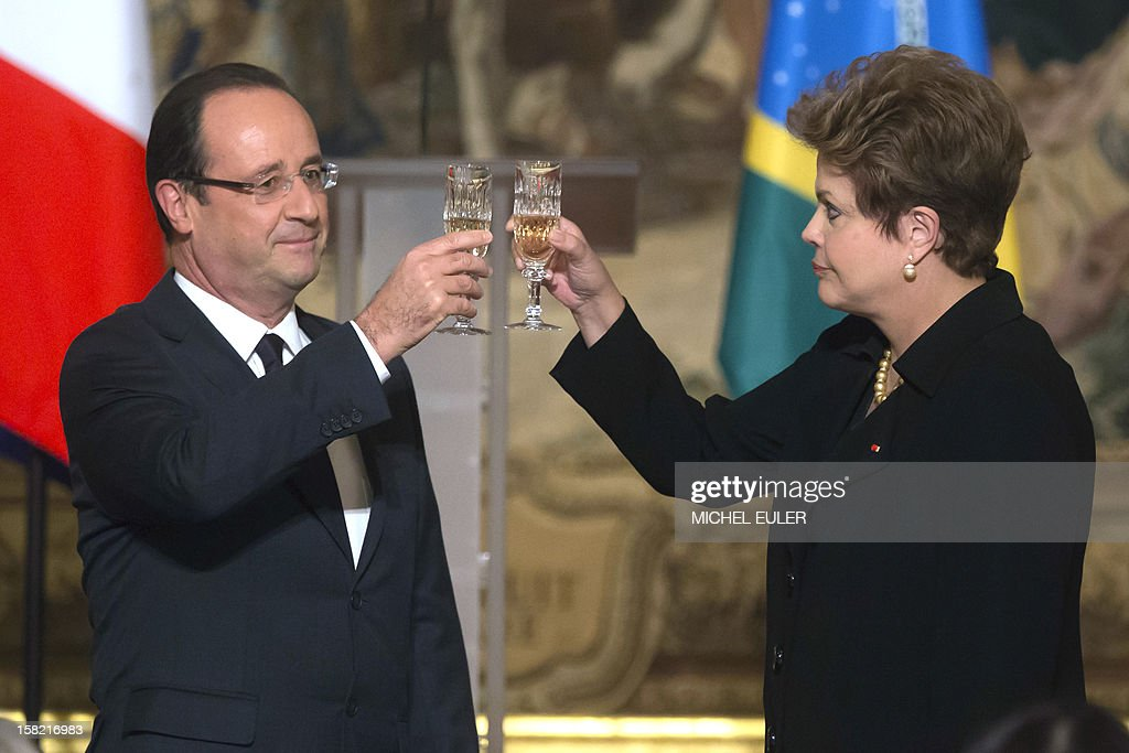French President Francois Hollande (L) and Brazilian President Dilma Rousseff toast during a state dinner at the Elysee Palace in Paris, on December 11, 2012, as part of Rousseff's two-day visit to France.