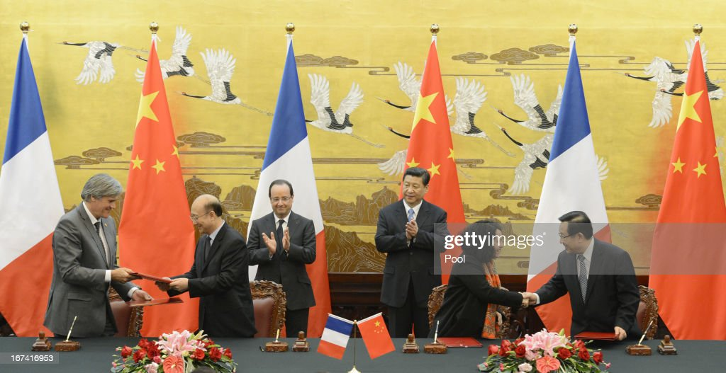French President Francois Hollande (Back Row, 3rd L) and Chinese president Xi Jinping (Back Row, 3rd R) applaud during a signing ceremony at the Great Hall of the People on April 25, 2013 in Beijing, China. Hollande has begun a two day trade visit to China bringing with him a large French trade delegation.