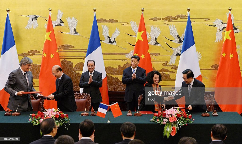 French President Francois Hollande (Back Row, 3rd L) and Chinese president <a gi-track='captionPersonalityLinkClicked' href=/galleries/search?phrase=Xi+Jinping&family=editorial&specificpeople=2598986 ng-click='$event.stopPropagation()'>Xi Jinping</a> (Back Row, 3rd R) applaud during a signing ceremony at the Great Hall of the People on April 25, 2013 in Beijing, China. Hollande has begun a two day trade visit to China bringing with him a large French trade delegation.