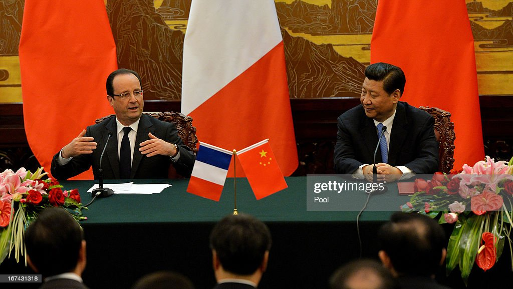 French President Francois Hollande (L) and Chinese President <a gi-track='captionPersonalityLinkClicked' href=/galleries/search?phrase=Xi+Jinping&family=editorial&specificpeople=2598986 ng-click='$event.stopPropagation()'>Xi Jinping</a> (R) attend a joint declaration ceremony at the Great Hall of the People on April 25, 2013 in Beijing, China. Hollande has begun a two day trade visit to China bringing with him a large French trade delegation.