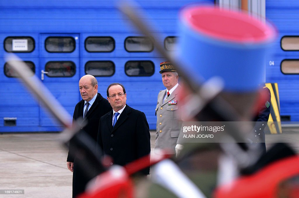French president Francois Hollande (C) and Defence minister Jean-Yves Le Drian (L) review troops on January 9, 2013 in Olivet, near Orleans, central France, as part of a visit to present his New Year's wishes to the French armed forces. AFP PHOTO/ ALAIN JOCARD