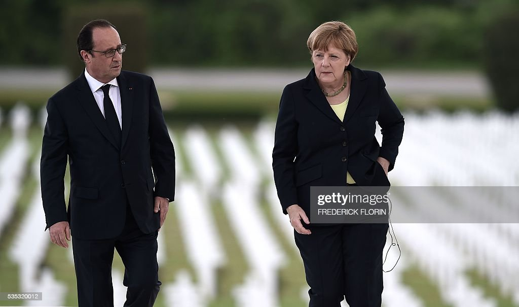 French President Francois Hollande (L) and German Chancellor Angela Merkel attend a remembrance ceremony to mark the centenary of the battle of Verdun, at the Douaumont Ossuary (Ossuaire de Douaumont), northeastern France, on May 29, 2016. The battle of Verdun, in 1916, was one of the bloodiest episodes of World War I. The offensive which lasted 300 days claimed more than 300,000 lives. / AFP / FREDERICK
