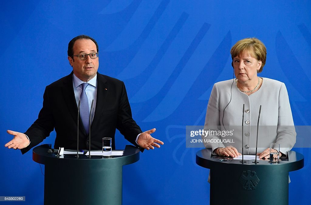 French President Francois Hollande (L) and German Chancellor Angela Merkel address a joint press conference with Italy's Prime Minister ahead of talks following the Brexit referendum at the chancellery in Berlin, on June 27, 2016. Britain's shock decision to leave the EU forces German Chancellor Angela Merkel into the spotlight to save the bloc, but true to her reputation for prudence, she said she would act neither hastily nor nastily. / AFP / John MACDOUGALL