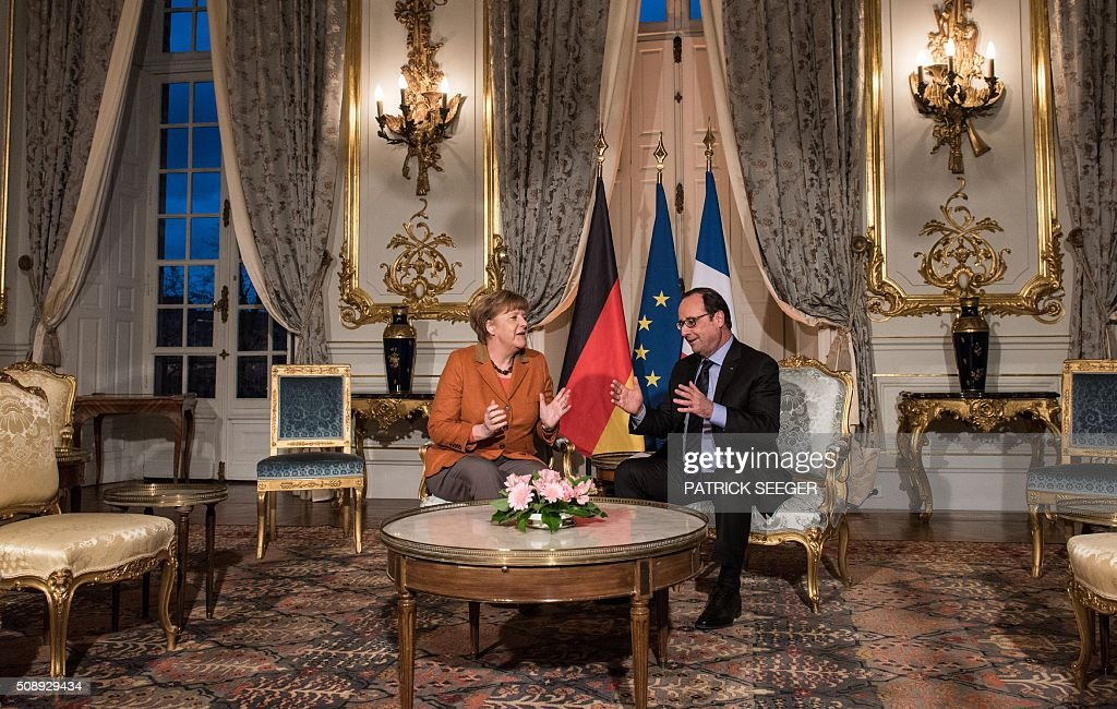 French President Francois Hollande (R) and German Chancellor Angela Merkel talk together at the Prefecture in Strasbourg, eastern France, on February 7, 2016, during a meeting about the migrants crisis and the 'Brexit'. The meeting hosted by European Parliament president Martin Schulz takes place on the eve of the trip to Turkey of the German Chancellor in an attempt to solve the refugee issue. / AFP / POOL / Patrick Seeger