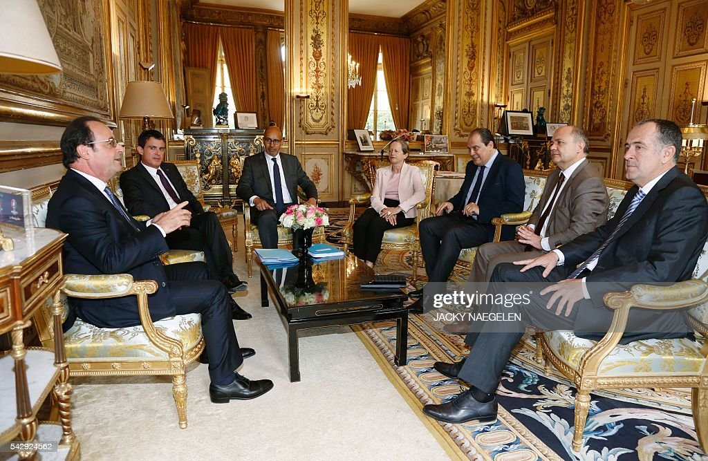 French President Francois Hollande (L) and Prime Minister Manuel Valls (2nd L) meet Socialist Party First Secretary Jean-Christophe Cambadelis (3rdR) as well as other Socialist party leaders after Britain's vote to leave the European Union, at the Elysee Palace in Paris, France, June 25, 2016. Founding EU members are to hold a crisis meeting Saturday on the future of the bloc after Britain's seismic vote to leave the union and the resignation of Prime Minister David Cameron. As the 'Brexit' vote sent global financial markets into freefall, Moody's cut Britain's credit rating outlook to 'negative', saying the vote to pull out of the European Union could hurt its economic prospects. NAEGELEN