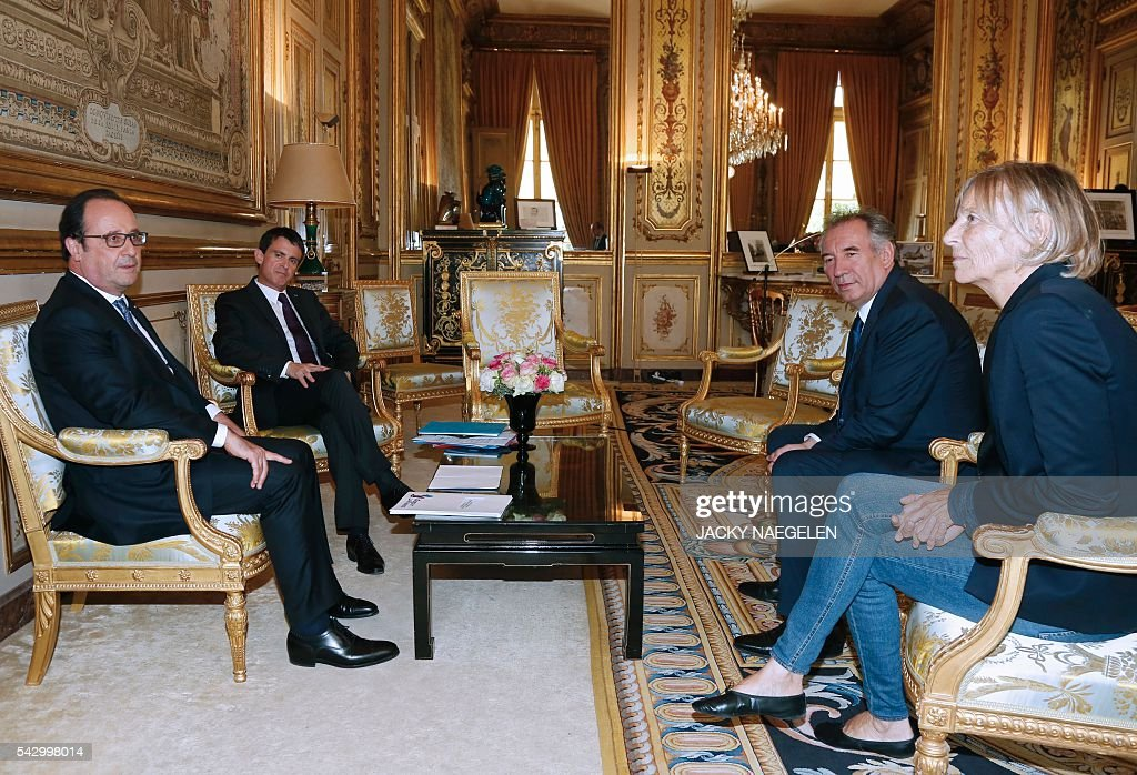 French President Francois Hollande (L) and Prime Minister Manuel Valls (2ndL) meet Francois Bayrou (2ndR), France's centrist MoDem party leader, and MoDem member Marielle de Sarnez (R) on June 25, 2016 at the Elysee Palace in Paris, after Britain's vote to leave the European Union. Europe's press was awash with gloom and doom over Brexit on June 25, warning that it was a boon for nationalists while urging EU leaders to meet the challenge of their 'rendezvous with history'. / AFP / POOL / JACKY