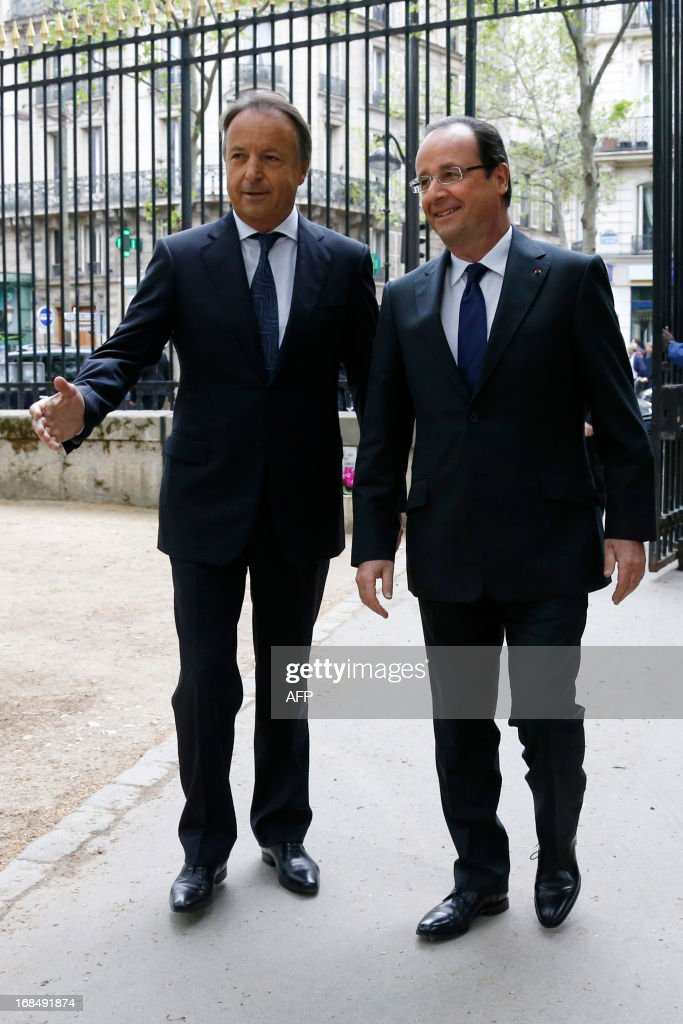French President Francois Hollande (R) and Speaker of the French Senate Jean-Pierre Bel arrive to attend a ceremony at the Luxembourg Gardens to mark the abolition of slavery and to pay tribute to the victims of the slave trade in Paris May 10, 2013.. AFP PHOTO POOL / GONZALO FUENTES