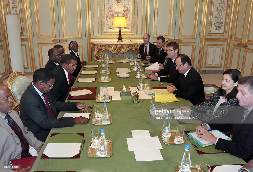 French President Francois Hollande (3rd-R) and Tanzanian President Jakaya Kikwete (3rd-L) attend a meeting at the presidential Elysee Palace on January 21, 2013 in Paris.