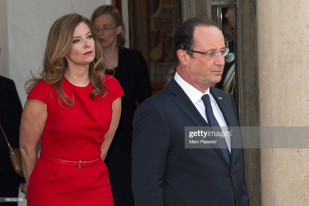 French President Francois Hollande (L) and <a gi-track='captionPersonalityLinkClicked' href=/galleries/search?phrase=Valerie+Trierweiler&family=editorial&specificpeople=8534231 ng-click='$event.stopPropagation()'>Valerie Trierweiler</a> (R) pose as they arrive to attend a state dinner at Palace Elysee on May 7, 2013 in Paris, France.