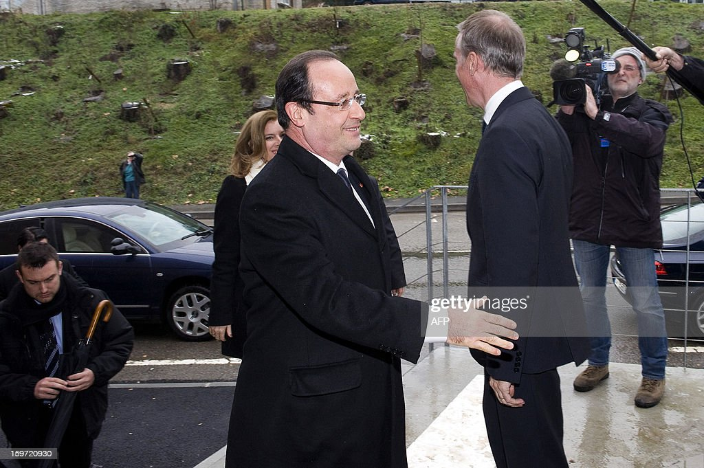 French President Francois Hollande (C) arrives to attend the inauguration of a community hall in Auzelou a Tulle, Correze region central France on January 19, 2013. AFP PHOTO /POOL / JEAN-MICHEL NOSSANT