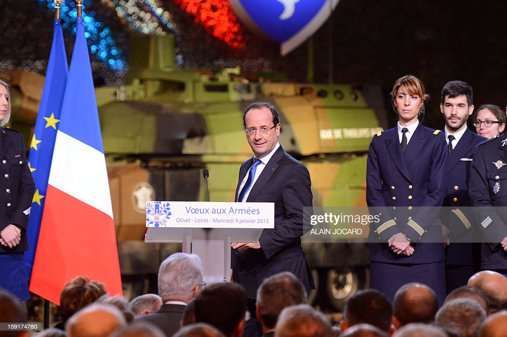 French president Francois Hollande (C) arrives to deliver a speech on January 9, 2013 in Olivet, near Orleans, central France, as part of a visit to present his New Year's wishes to the French armed forces.