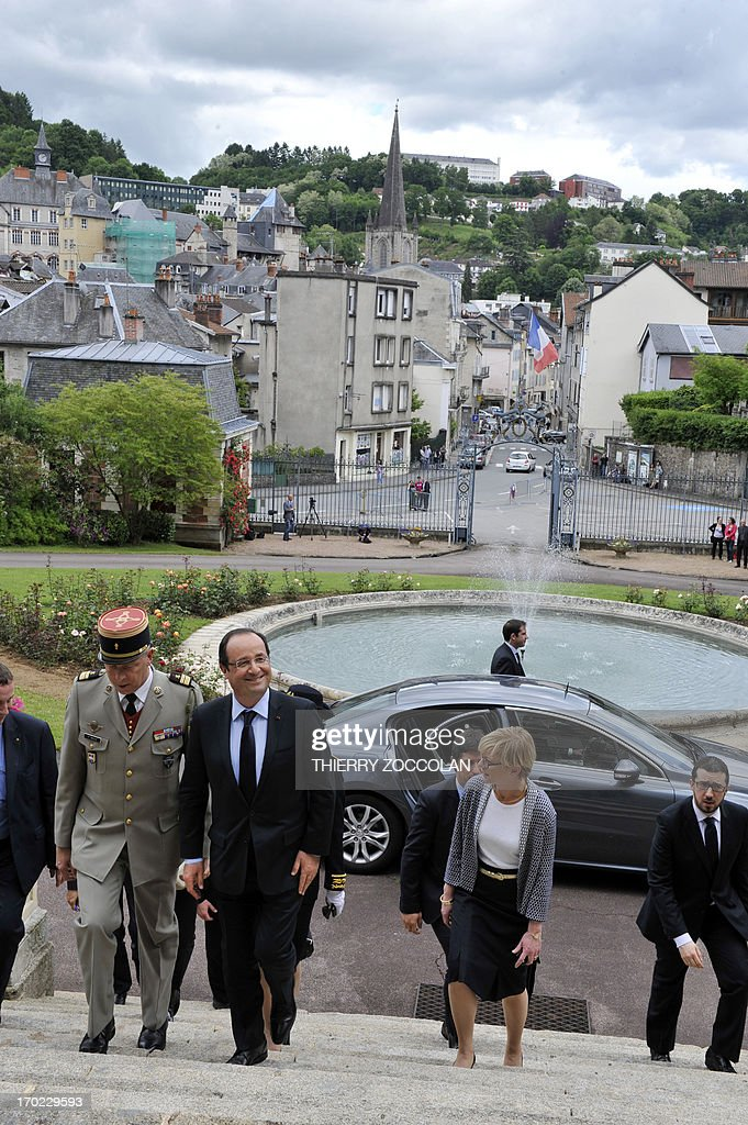 French President Francois Hollande (C) arrives with Lieutenant Colonel Patrick Secq (L) on June 9, 2013 at the Prefecture in Tulle, to meet soldiers of the 126th regiment of the Brive-la-Gaillarde infantry, who participated in operation SERVAL in Mali.